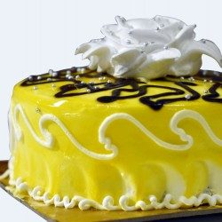 Pineapple cake with paraline